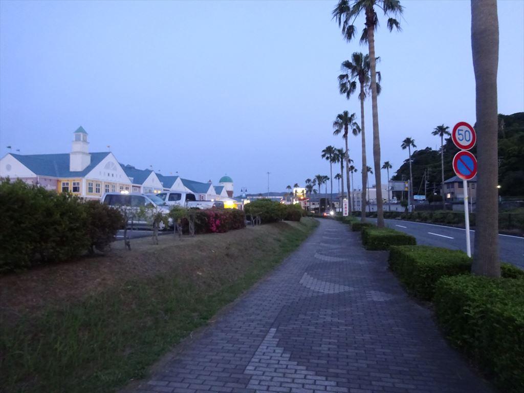 夜の海沿い散歩