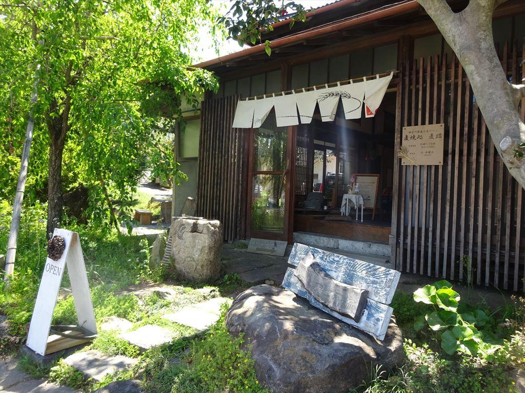 江の浦 麦焼処(パン屋)麦踏